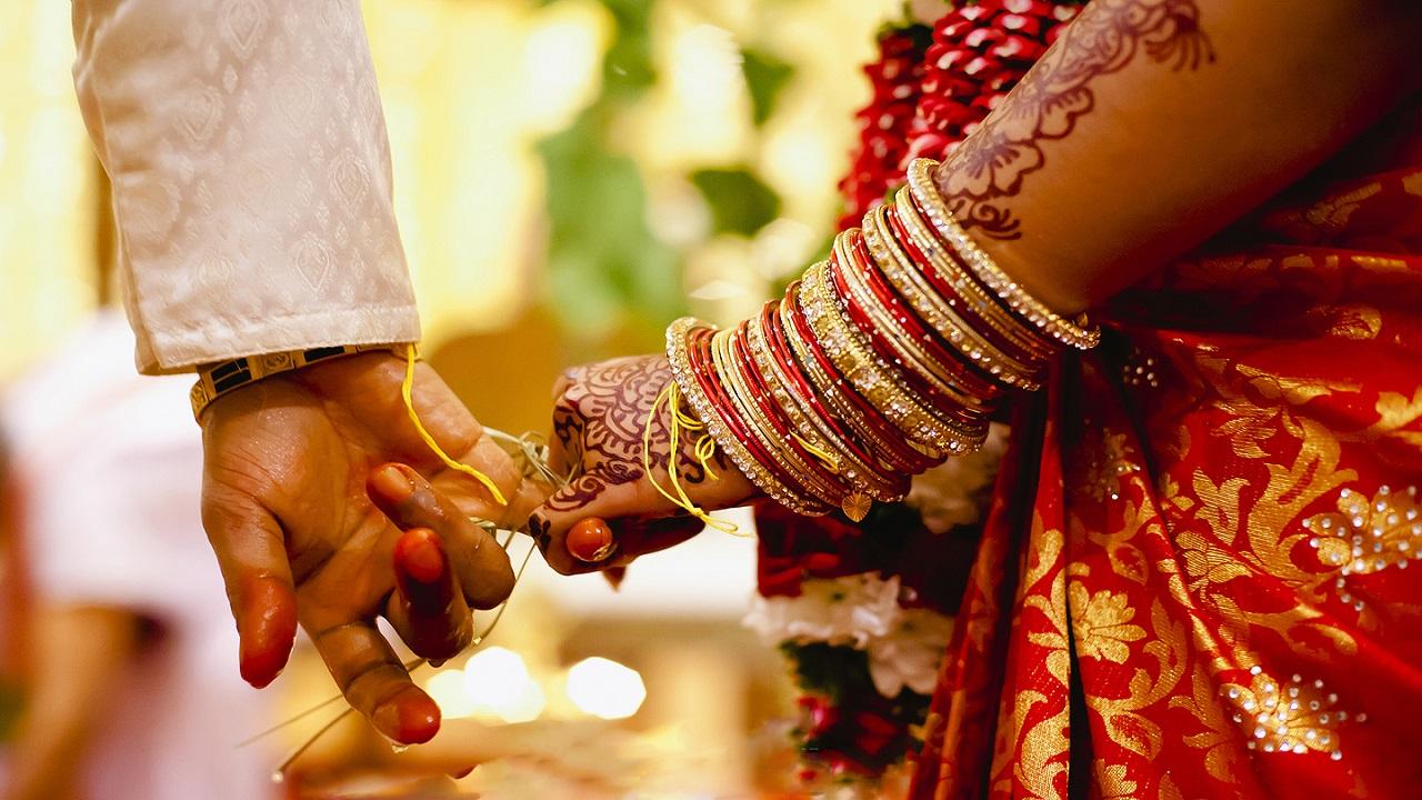 चचेरे भाई से की शादी, तो परिजनों ने जीते जी ही कर दिया लड़की का अंतिम संस्कार