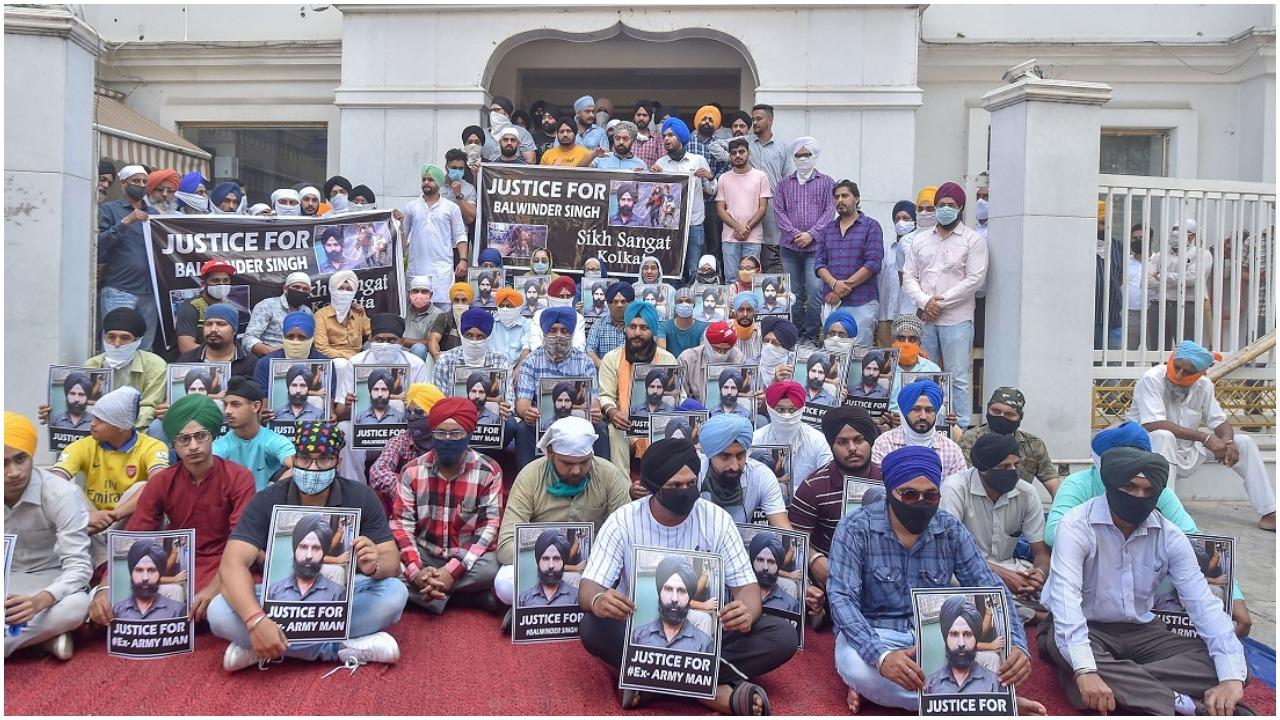 हत्यारों की गिरफ्तारी तक नहीं करेंगे अंतिम संस्कार: शौर्य चक्र से सम्मानित बलविंदर सिंह का परिवार
