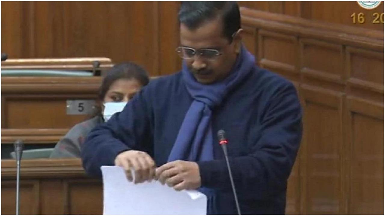 BJP ने केजरीवाल का कृषि कानूनों की प्रतियों के फाड़ने को बताया 'राजनीतिक स्टंट'