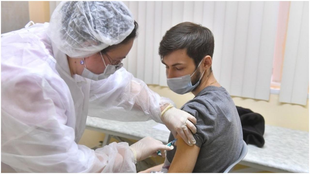 गुजरात : 25,000 बूथों पर शुरू होगा Covid-19 टीकाकरण अभियान, आज पहुंचेगी टीके की पहली खेप