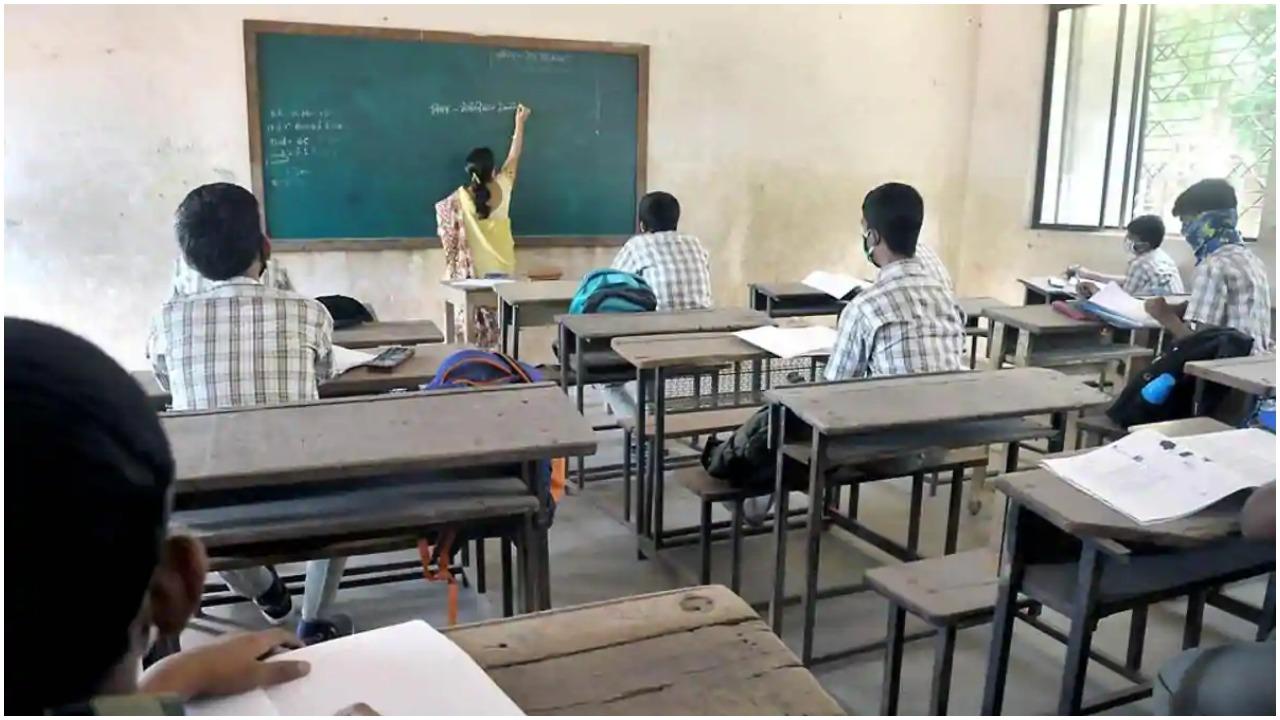 महाराष्ट्र : ग्रामीण इलाकों में 8वीं से 12वीं तक के छात्रों के लिए खुले स्कूल