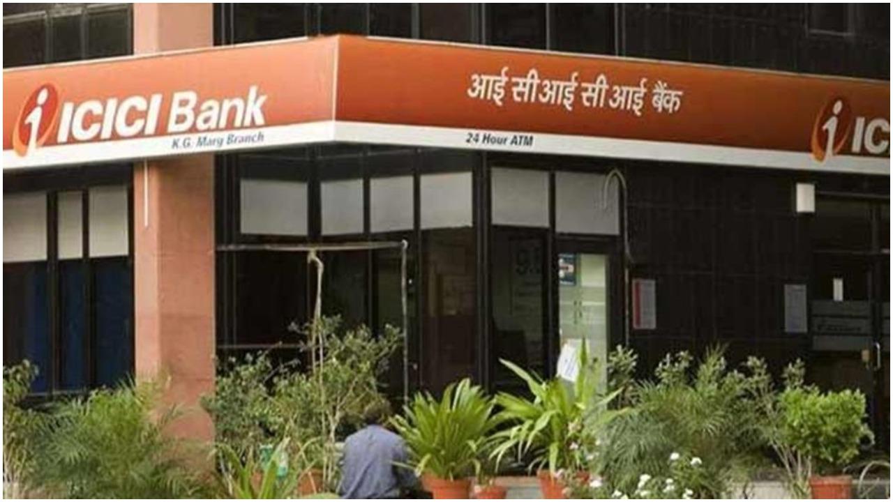 ICICI Bank ने जारी किए रिकॉर्ड क्रेडिट कार्ड, HDFC Bank पर लगे बैन से हुआ फायदा