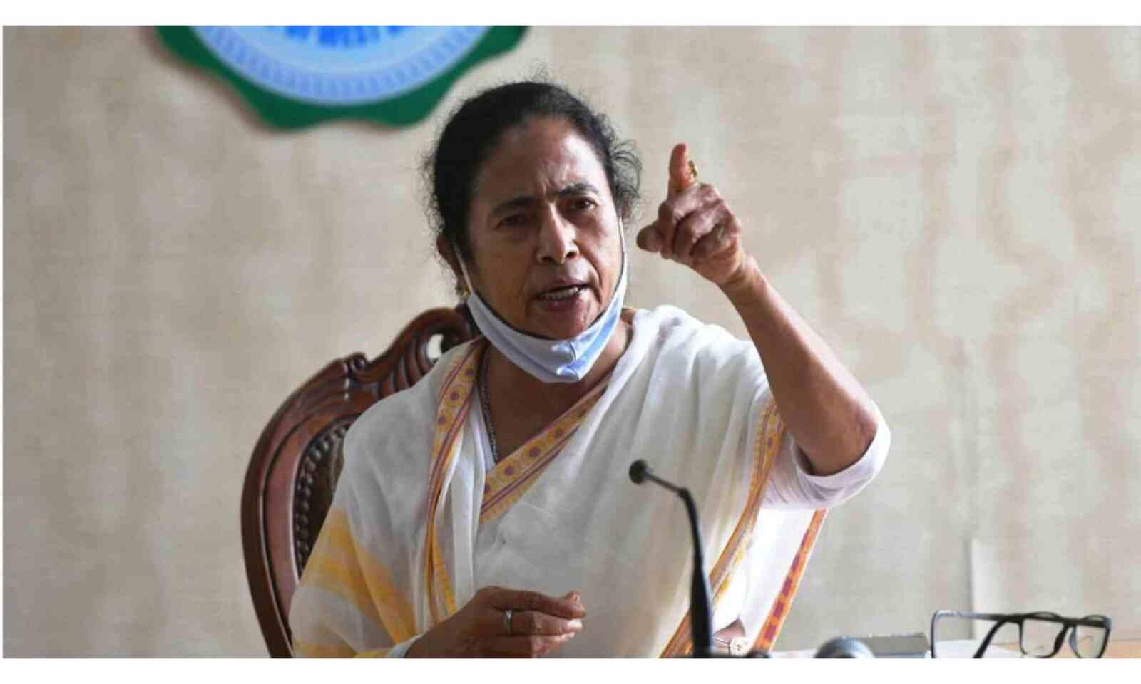 मुख्यमंत्री ममता बनर्जी ने प्रधानमंत्री से मुख्य सचिव को बुलाने का आदेश रद्द करने का अनुरोध किया