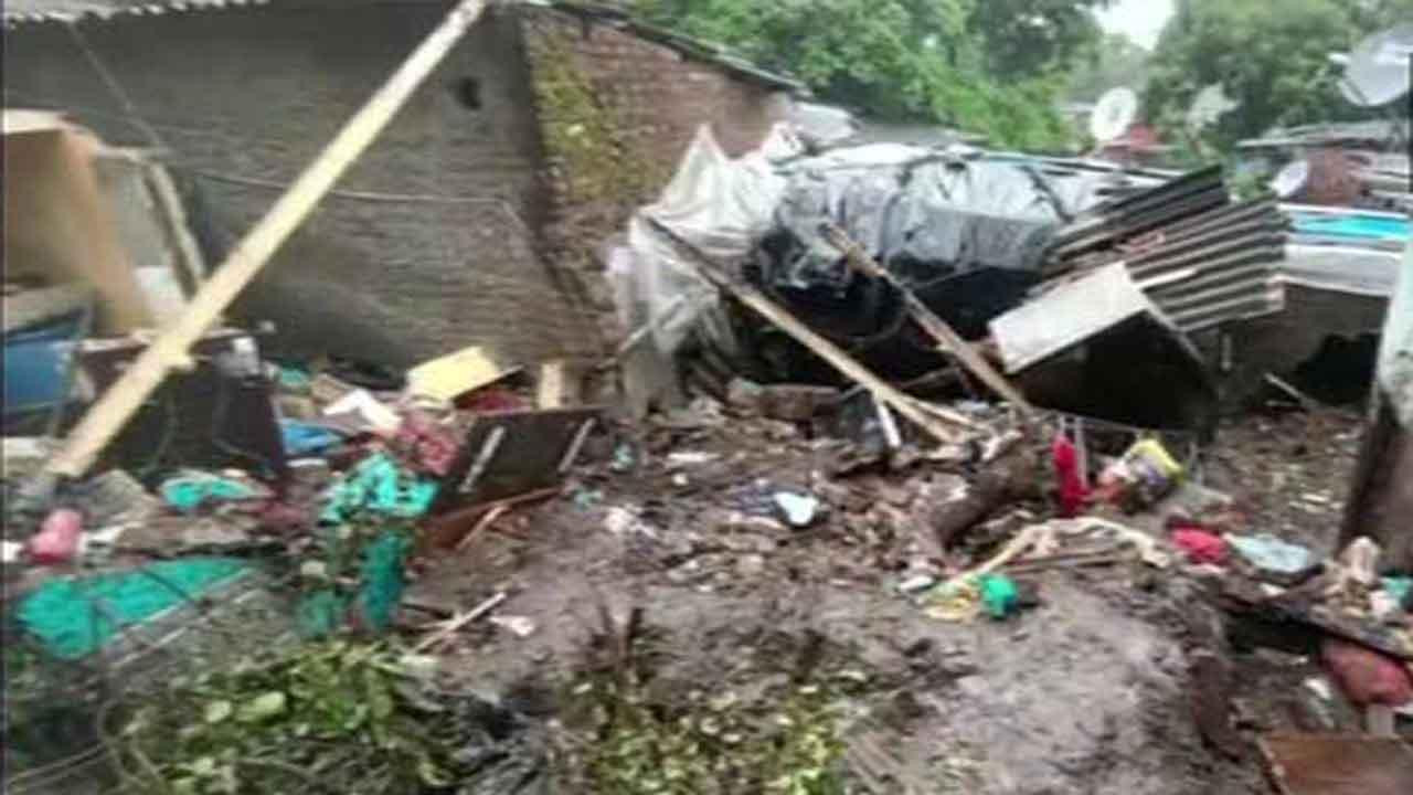 मुंबई में बारिश बनी मुसीबत, चेंबूर-विक्रोली-भांडुप में दीवार गिरने से कई लोगों ने गवाई जान